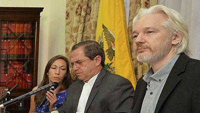 Julian Assange anuncia que pronto abandonará la embajada de Ecuador en Londres, donde lleva refugiado más de dos años