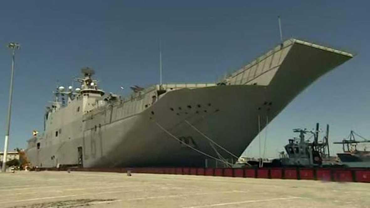 El buque militar español ya ha salido de Rota con destino a Cádiz para conseguir algo nunca visto, acoger la salida de una gran vuelta ciclista de tres semanas.