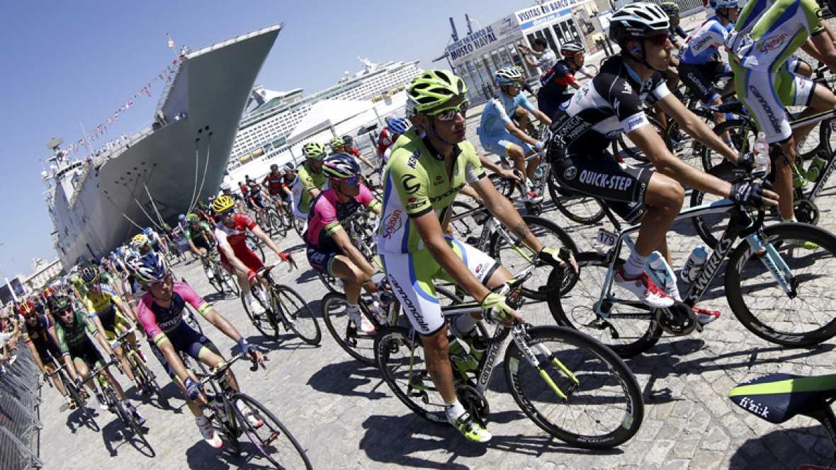 La tercera jornada de la Vuelta a España ha salido desde el buque portaaviones 'Juan Carlos I' en Cádiz. Un recorrido de 188 km que terminará en la localidad gaditana de Arcos de la Frontera.