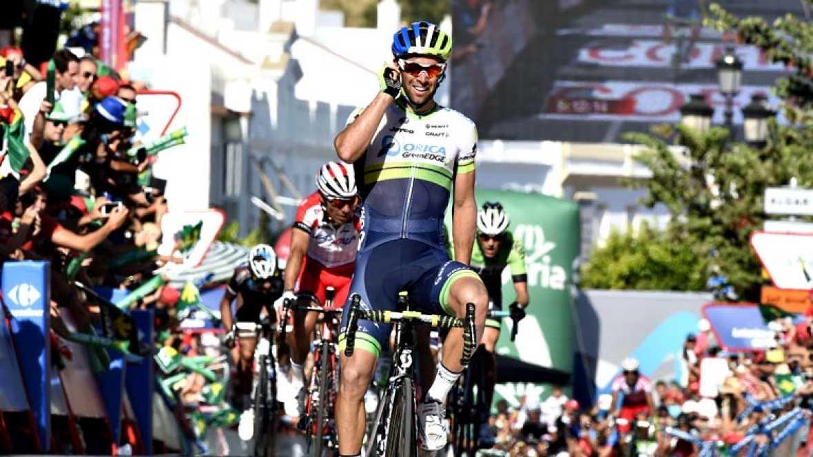 El australiano Michael Matthews, del Orica, ha ganado la tercera etapa de la Vuelta disputada entre Cádiz y Arcos de la Frontera, de 197,8 kilómetros, triunfo que le supone enfundarse el maillot rojo de líder. Matthews alzó los brazos con un tiempo d