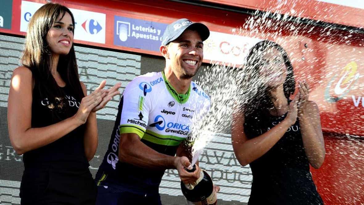 El australiano Michael Matthews remató un enorme trabajo del Orica para asestar un doble golpe con el triunfo en la tercera etapa y el maillot rojo de líder, que le arrebató a Alejandro Valverde, único de los favoritos que cedió tiempo, 7 segundos.