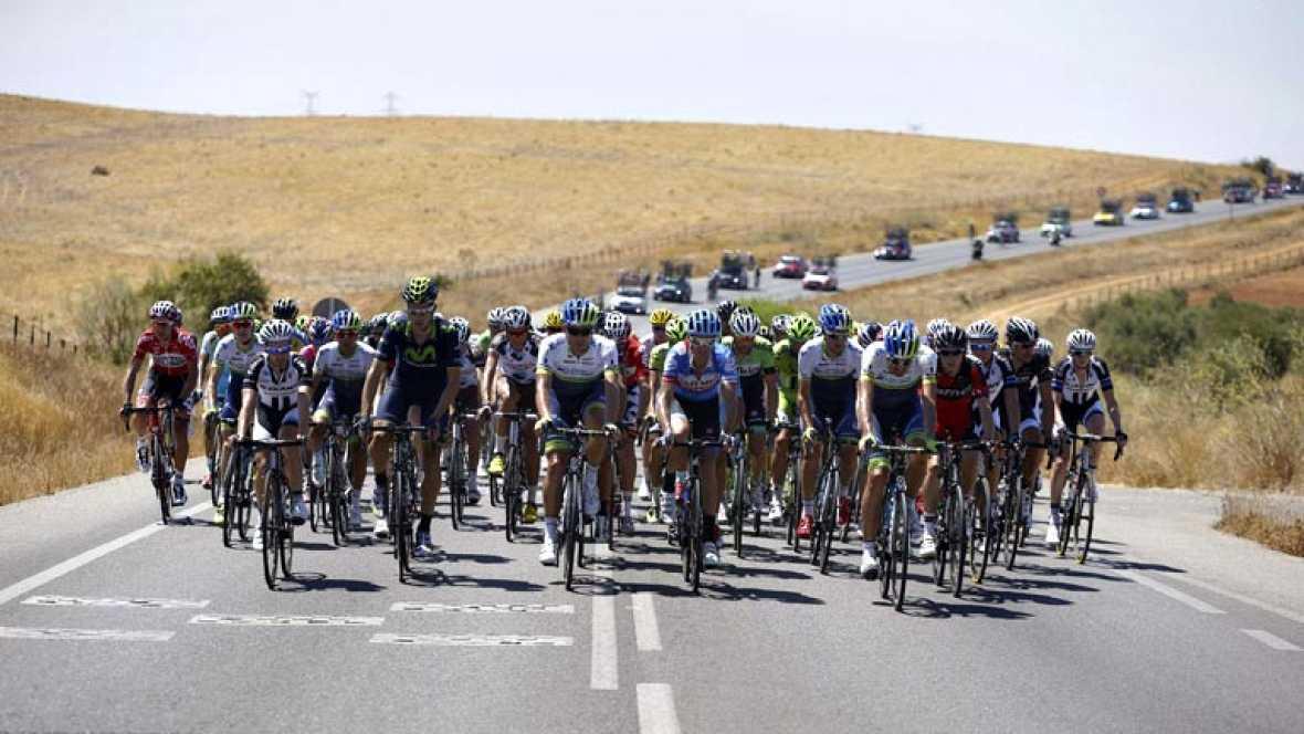 La cuarta etapa de la vuelta 2014 coincide con la ola de calor que recorre España. A la 'serpiente multicolor' le pilla, además, camino de Córdoba.