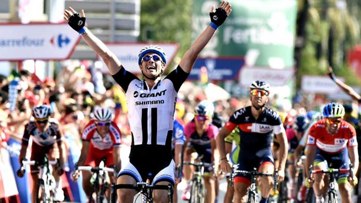 El alemán John Degenkolb, del equipo Giant Shimano, ha ganado la cuarta etapa de la Vuelta a España disputada entre Mairena del Alcor y Córdoba, de 164,7 kilómetros, en la que mantuvo el liderato el australiano Michael Matthews (Orica)