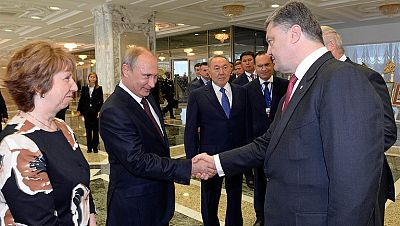 Putin y Poroshenko rompen el hielo pero proponen diferentes vías para la paz