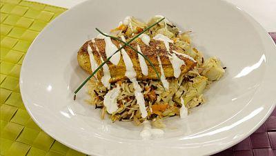 Saber cocinar - Pechuga de pollo especiada y arroz salteado con alcachofas, chalotas y zanahoria