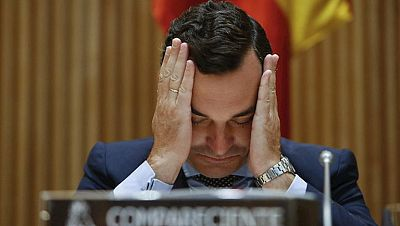 El PSOE acusa al Gobierno de llevar a RTVE a la quiebra y Montoro asegurá que su viabilidad está garantizada