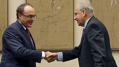 La economía mejora pero es necesario mantener el ritmo de los ajustes, dice Luis María Linde