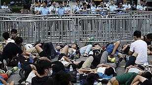 Los estudiantes mantienen la protesta en Hong Kong y dan un ultimátum al jefe del Gobierno local