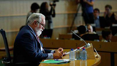 Los eurodiputados han decidido posponer hasta la próxima semana su decisión sobre si recomiendan la designación de Miguel Arias Cañete como comisario de Acción por el Clima y Energía, hasta que se vuelva a evaluar su declaración de intereses