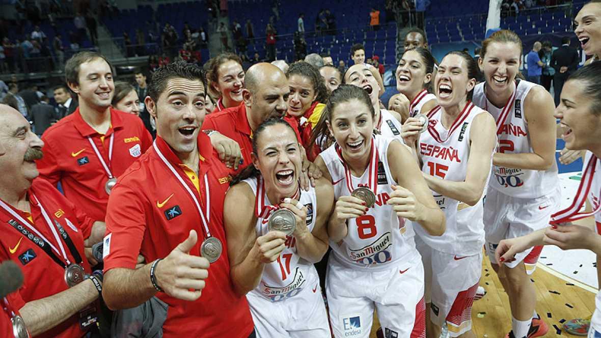 La selección española de baloncesto femenino ha conseguido una plata histórica al caer en la final del Mundial ante la todopoderosa Estados Unidos por 64-77.