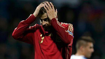 España que no caía en una fase previa desde octubre de 2006, cuando perdió en Solna ante Suecia, sucumbió con un tanto de Miroslav Stoch a los 87 minutos. El jugador eslovaco desequilibró de cabeza, completamente solo, a los 87 minutos un partido que