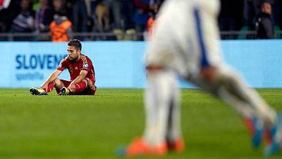 España ha perdido ante Eslovaquia por 2-1 del partido de la segunda jornada de la fase de clasificación para la Eurocopa 2016, disputado en Zilina. España que no caía en una fase previa desde octubre de 2006, cuando perdió en Solna ante Suecia, sucum
