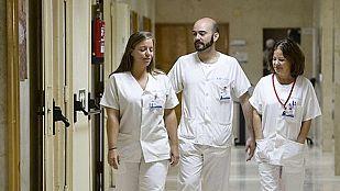 La auxiliar de enfermería con ébola presenta una leve mejoría