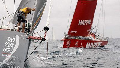 El 'Alvimedica', líder provisional de la Volvo Ocean Race, con el 'Mapfre' a su estela