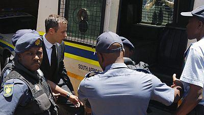 Óscar Pistorius condenado a cinco años de prisión por disparar y matar a su novia