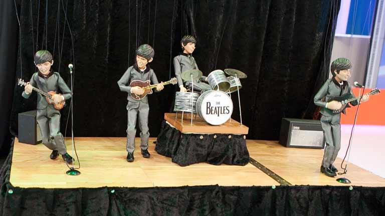 """Espectáculo Solidario de marionetas """"Titiribeatles cabaret"""". Viernes 9 Junio. Salón de Actos."""