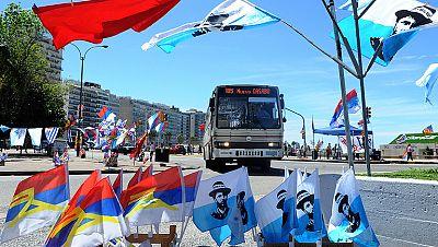 Uruguay vota en una de las presidenciales y legislativas más reñidas