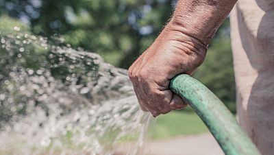 Cada español gasta al día 112 litros de agua