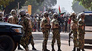 El Ejército de Burkina Faso disuelve el Parlamento y forma un Gobierno de transición