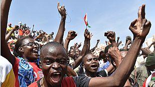 El presidente de Burkina Faso dimite tras tres días de protestas masivas