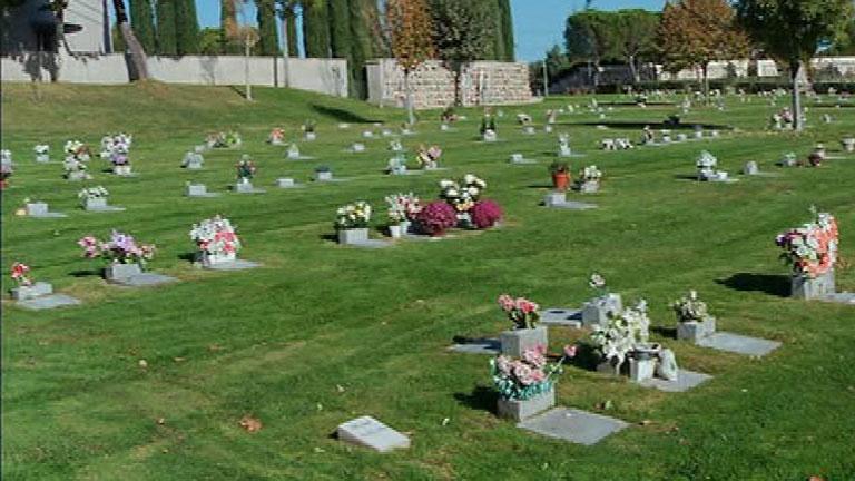 Aqu la tierra un cementerio muy peculiar for Cementerio parque jardin la puerta