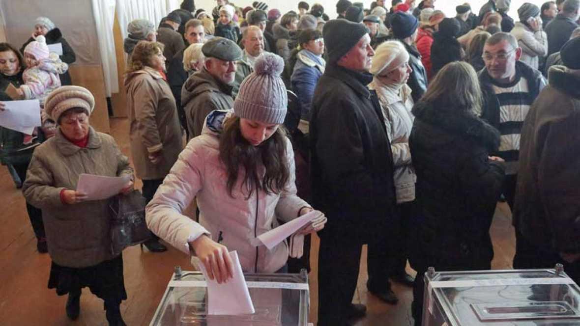 Se celebran elecciones legislativas en el este de Ucrania