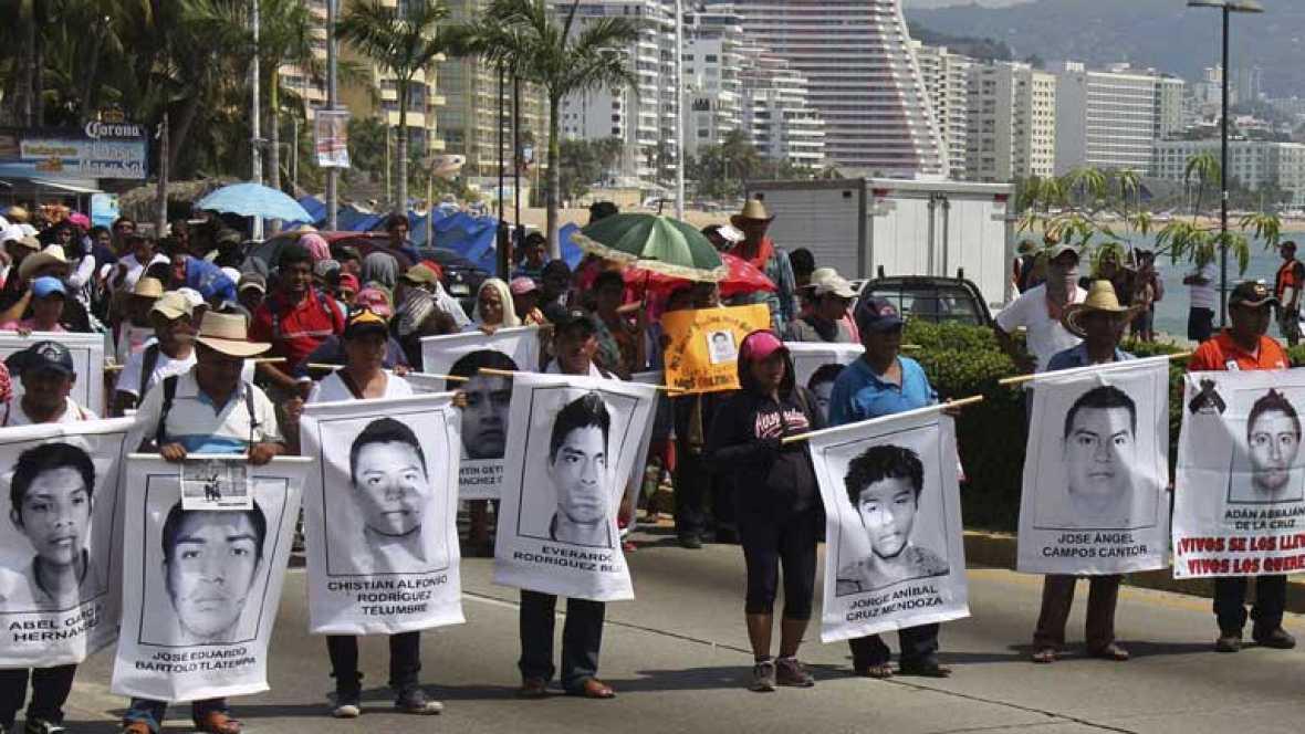 El Día de los Difuntos en México está marcado por la desaparición de los estudiantes