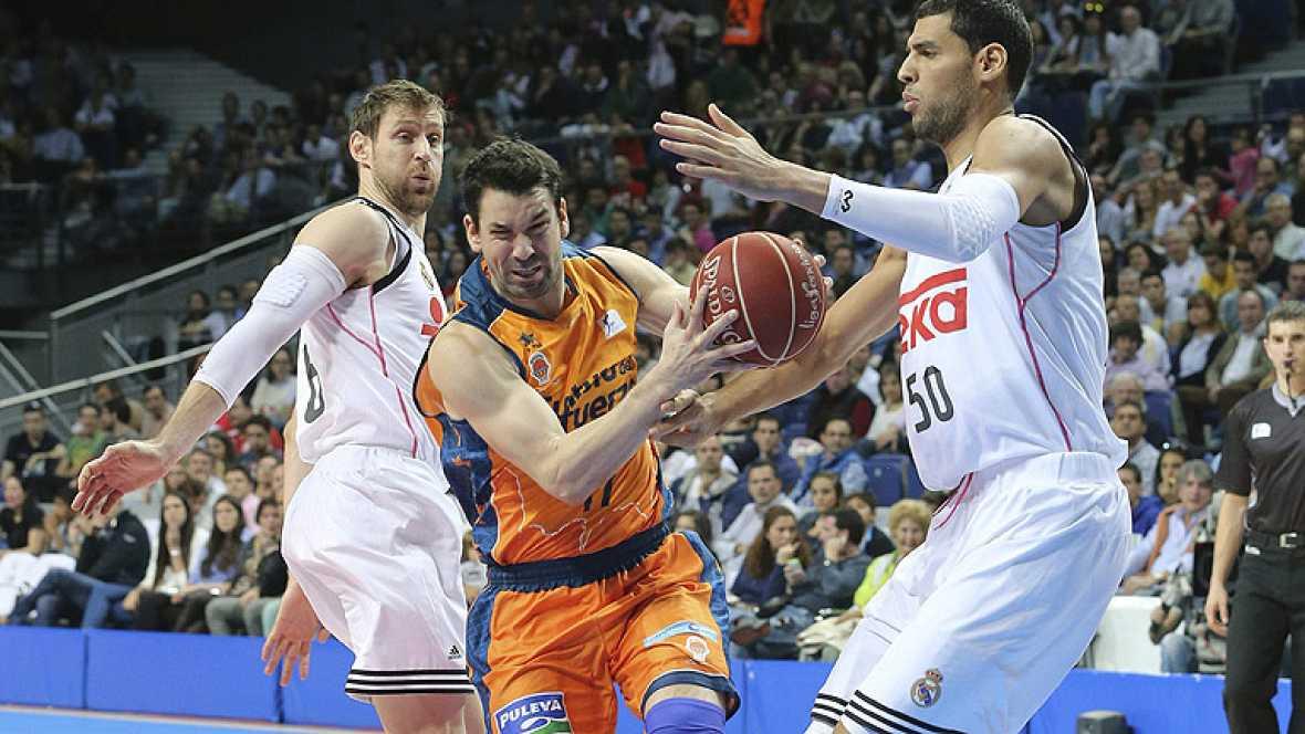 El Real Madrid sigue invicto en la Liga Endesa tras tumbar con claridad al Valencia Basket, mientras que el Barça caía en casa ante el Joventut y Unicaja se colocaba líder.