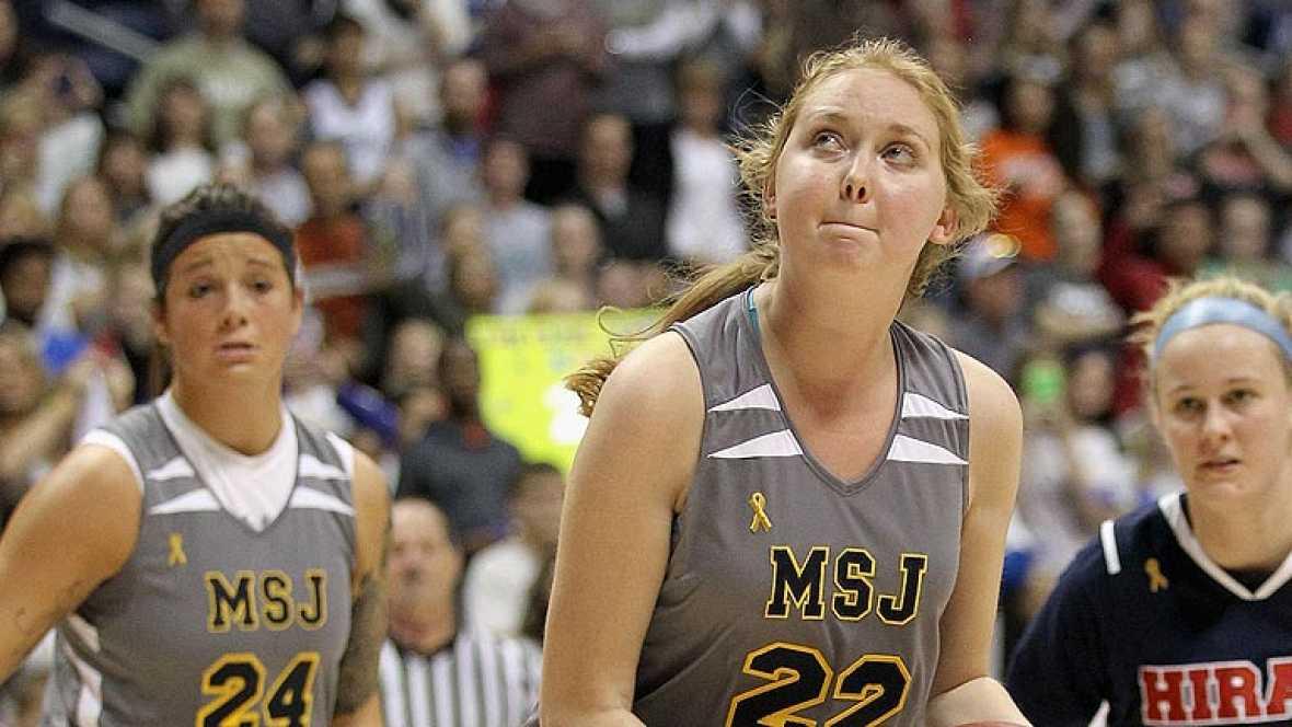 Lauren Hill, enferma terminal, cumple su sueño en el baloncesto femenino
