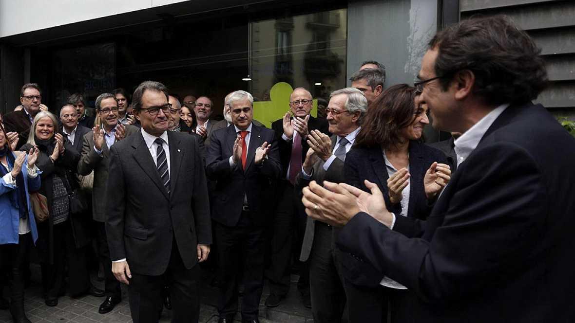 La Generalitat habla de éxito y los partidos contrarios a la consulta lo tildan de farsa