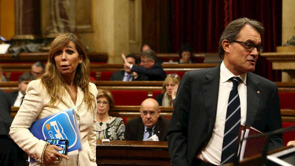 Los partidos proconsulta piden a Mas que siga, PP y Ciutadans que convoque elecciones
