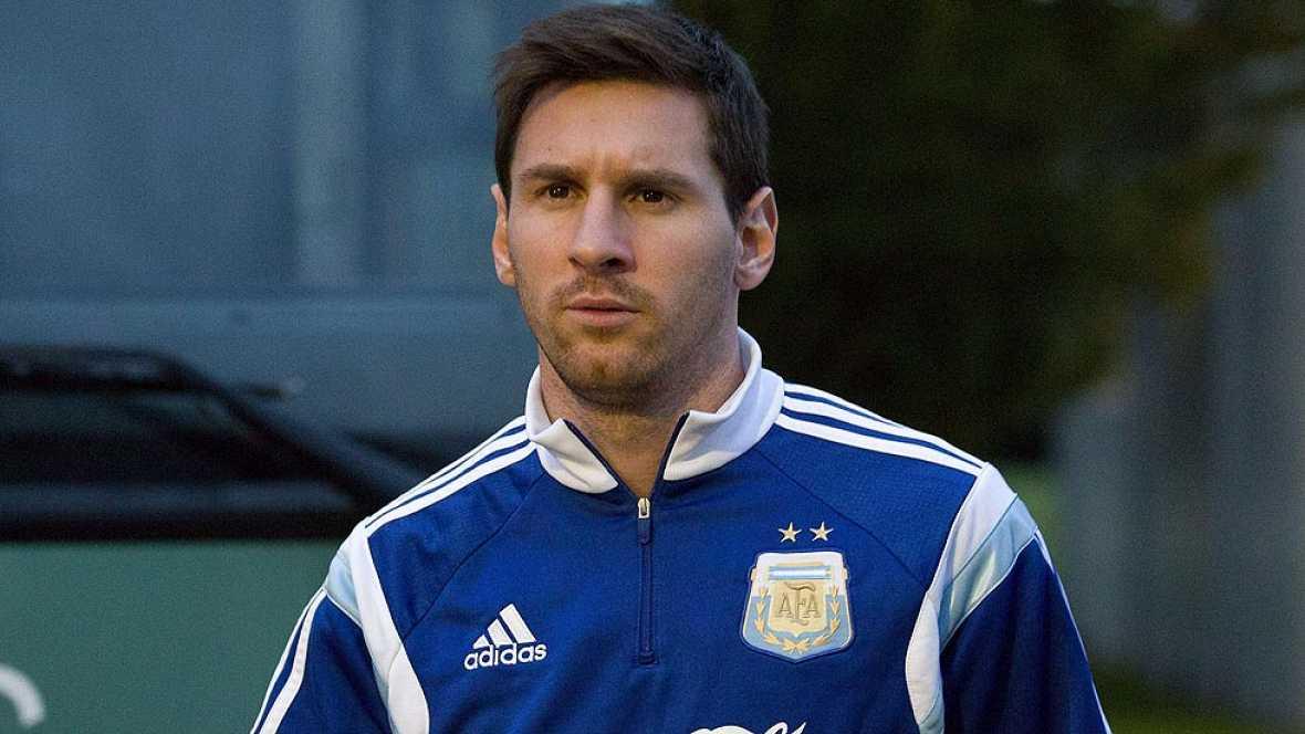 """El 'Tata' Martino ha anunciado que colocará a Messi de extremo derecho en el amistoso contra Croacia. """"Sino tendríamos casi como juegan en sus equipos, un cuarto número nueve"""", ha explciado el seleccionador albiceleste."""