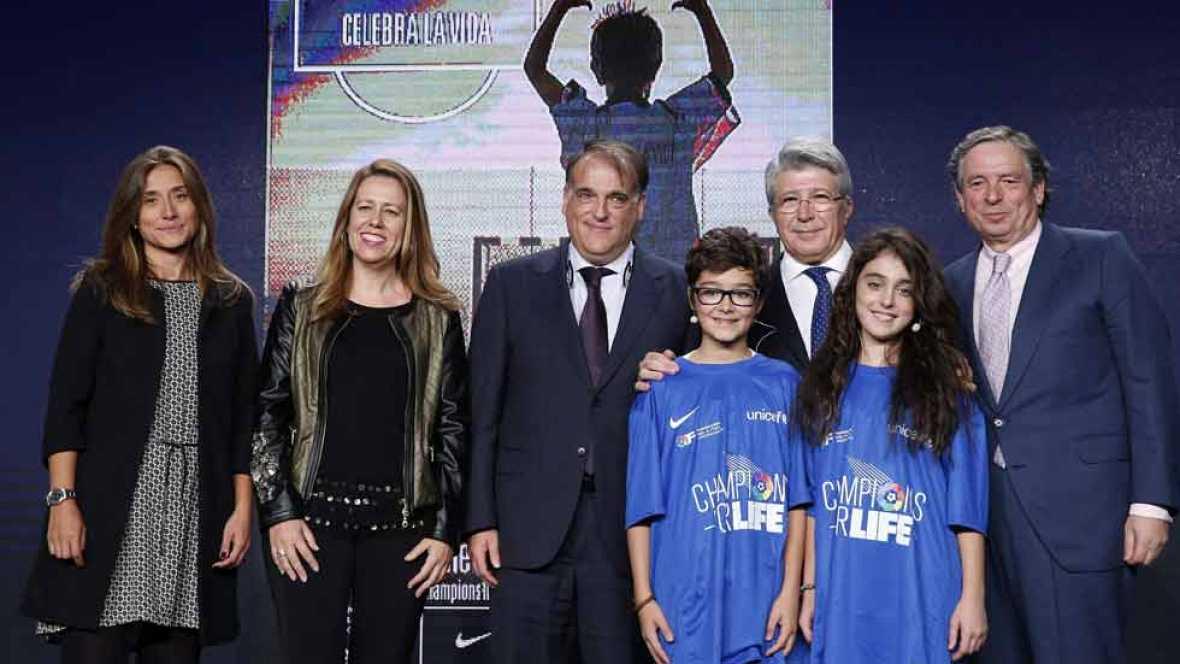 Se ha presentado en Madrid una nueva edición de Champions For Life, un partido solidario entre jugadores del Primera y Segunda División que veremos en TVE.  Esta vez todos los beneficios que se consigan irán destinados a la lucha contra el ebola en Á