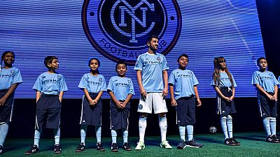 El futbolista español David Villa, flamante fichaje del New York  City, presentó este jueves la primera equipación que el equipo  neoyorquino vestirá la próxima temporada en la Major League Soccer.