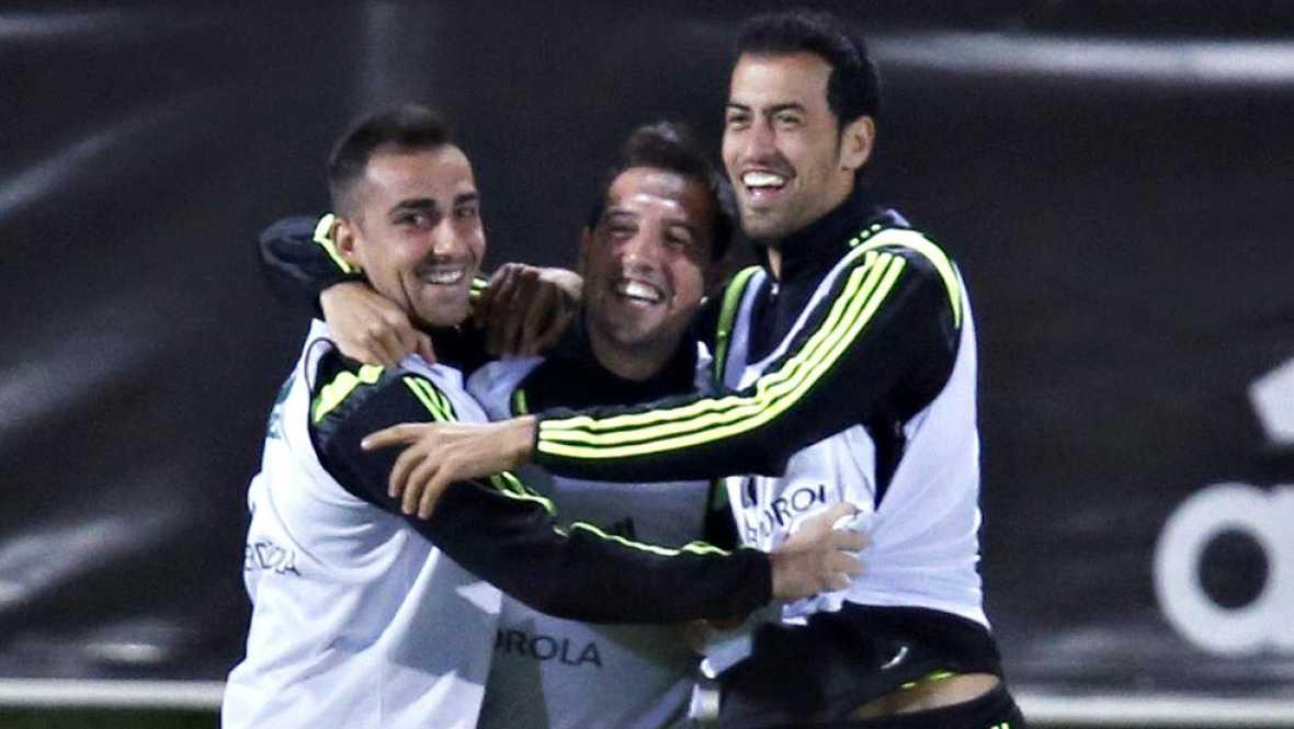 Todo apunto a que Paco Alcácer tiene un puesto asegurado en la delantera. Entre Pedro, Morata y Callejón saldrá el jugador que complete el once titular.