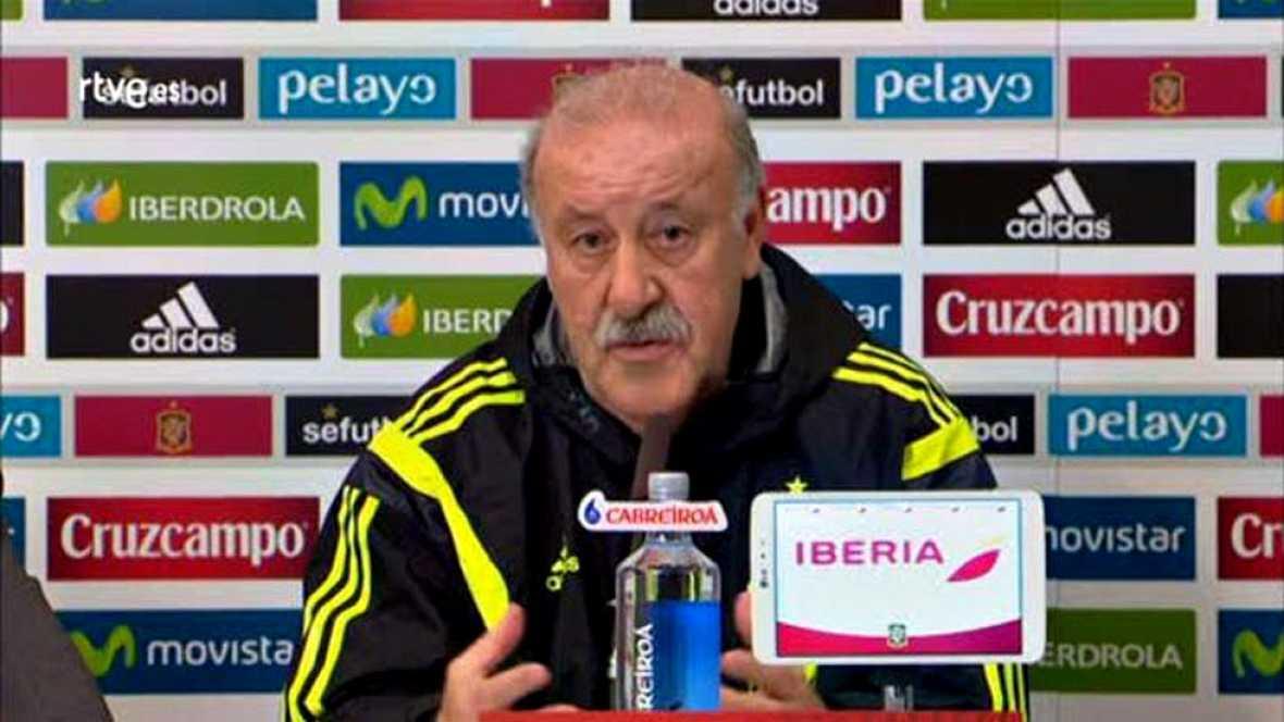 """Vicente del Bosque, seleccionador español, defendió el compromiso de todos sus jugadores y sacó la cara por Gerard Piqué, Cesc Fábregas y Diego Costa, defendiendo que cuando no acuden a su llamada es por lesión, y puso ironía para decir que """"si va a"""