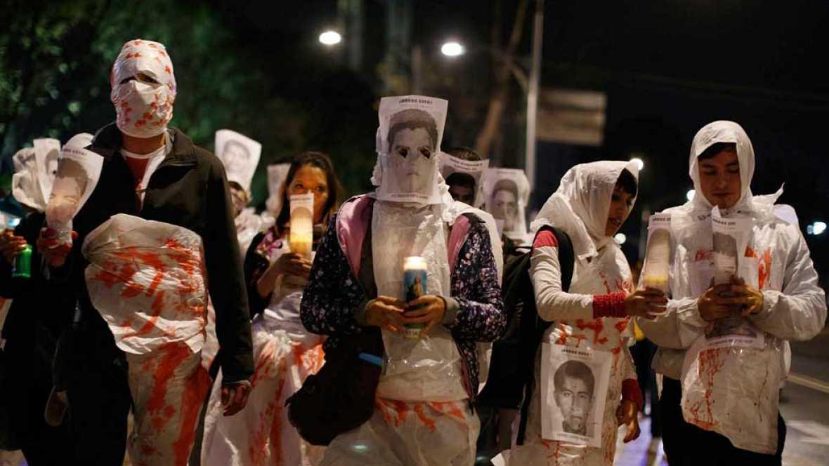 Familiares siguen pidiendo justicia por la desaparición de los 43 estudiantes en México