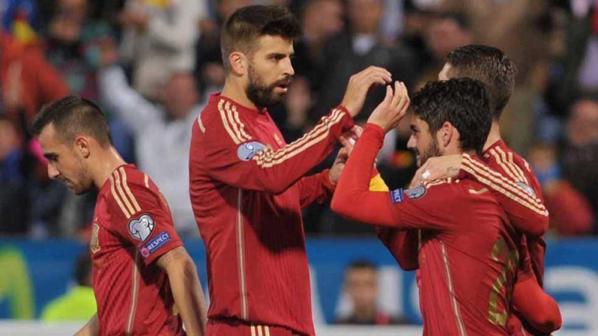 El centrocampista andaluz Francisco Alarcón 'Isco' ha adelantado a España ante Bielorrusia en el minuto 17 de juego, con un potente disparo desde fuera del área que se ha colado por la escuadra de la portería de Zhevnov (1-0).