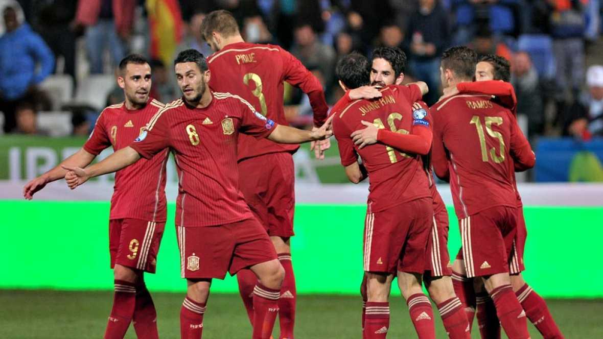 La selección española se impuso (3-0) este sábado a Bielorrusia,  en la cuarta jornada del Grupo C de la fase de clasificación para la  Eurocopa 2016, gracias a la gran actuación de un Isco Alarcón que  lideró el juego ofensivo español y abrió el mar