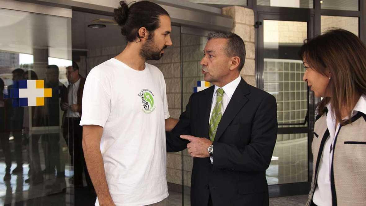 Evoluciona bien la activista de Greenpeace herida ayer en una protesta en Gran Canaria