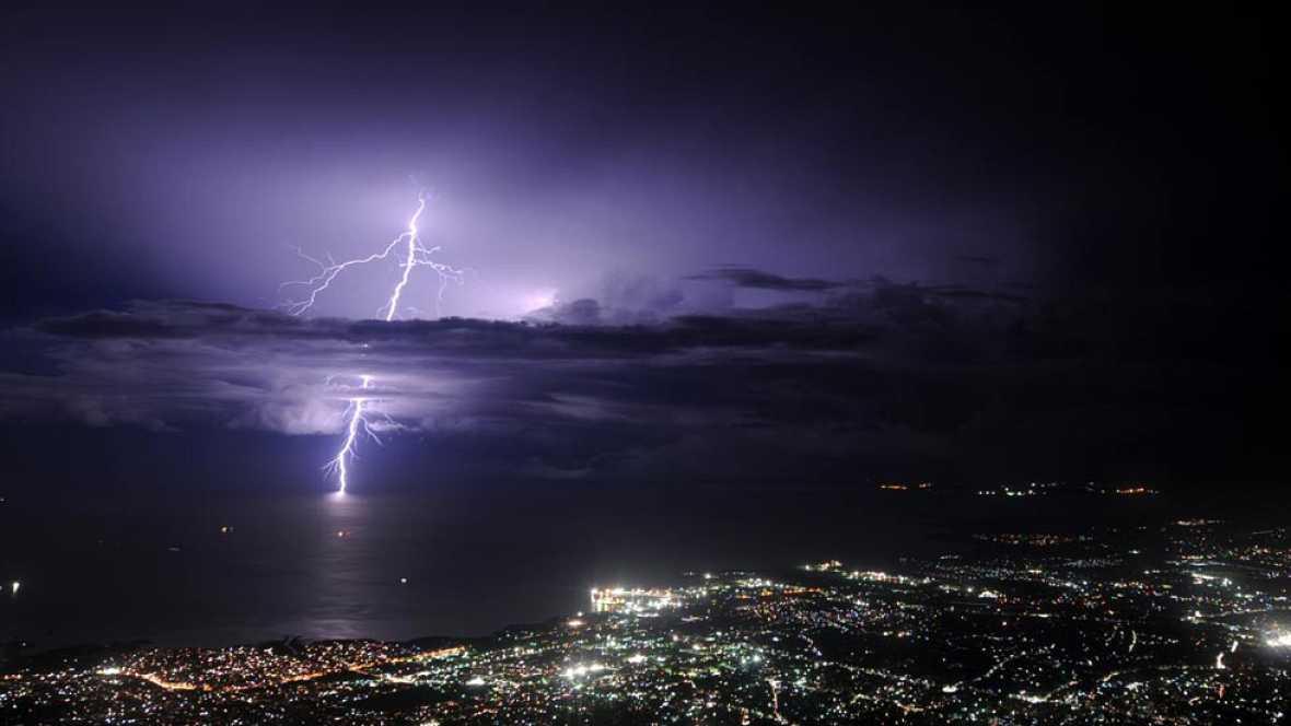 Muy nuboso con chubascos y algunas tormentas en el Cantábrico oriental