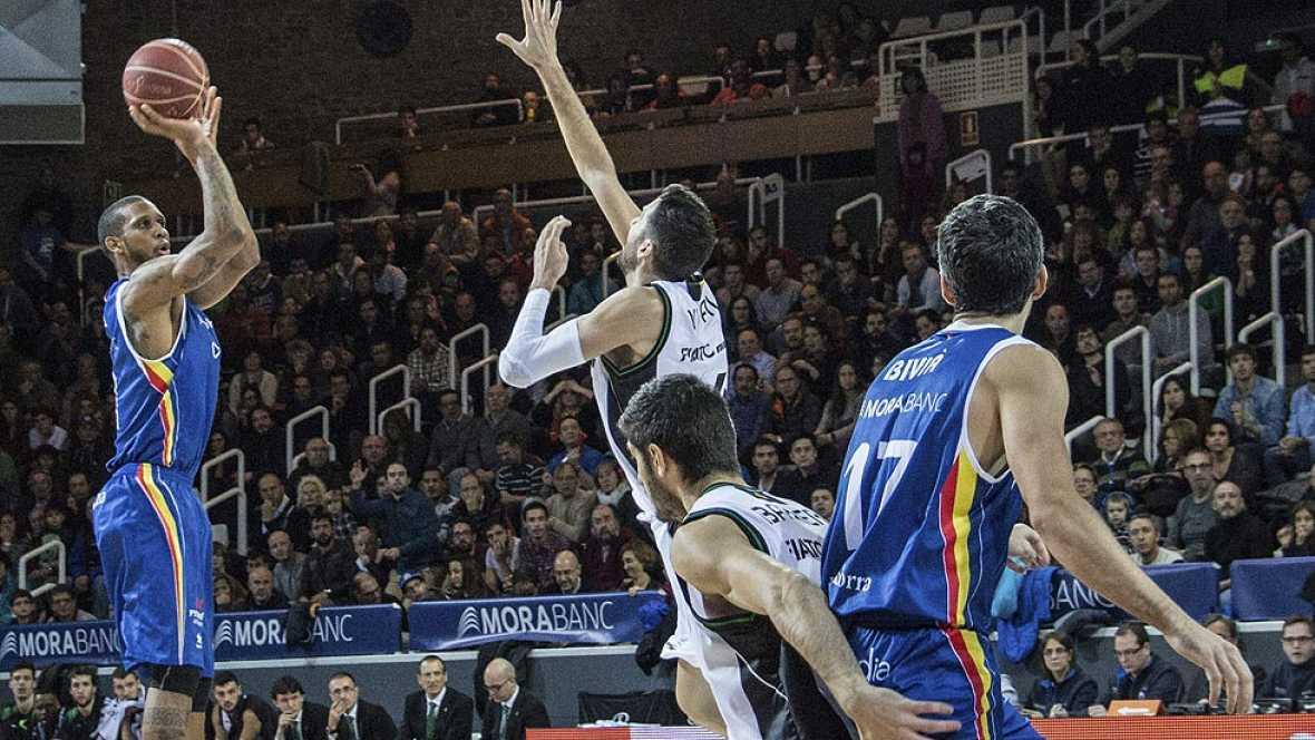 Disfruta de las tres mejores jugadas de la jornada en la Liga Endesa de baloncesto, con un triple sobre la bocina desde su cancha de David Navarro como número 1.