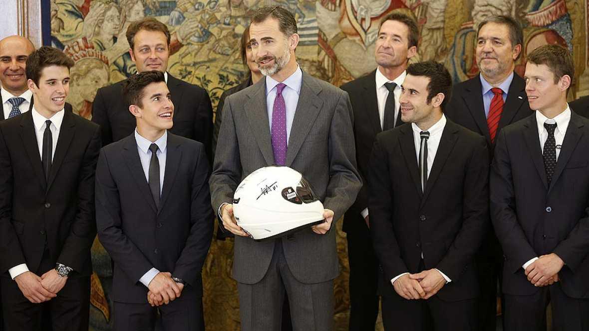 El Rey Felipe VI ha felicitado en La Zarzuela a los campeones mundiales de motociclismo en MotoGP, Moto2, Moto3 y Trial, los españoles Marc Márquez, Tito Rabat, Álex Márquez y Toni Bou.