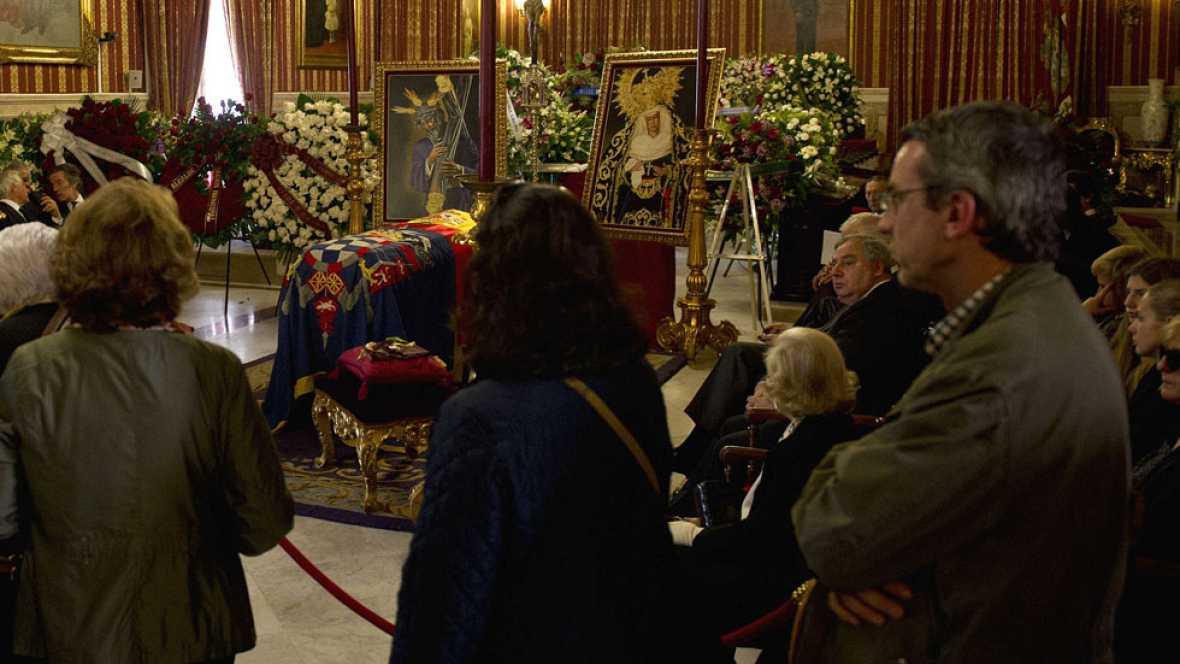 Miles de personas despiden a la duquesa de Alba en Sevilla