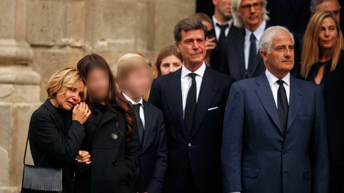 El féretro con el cadáver de la duquesa de Alba es trasladado a la catedral
