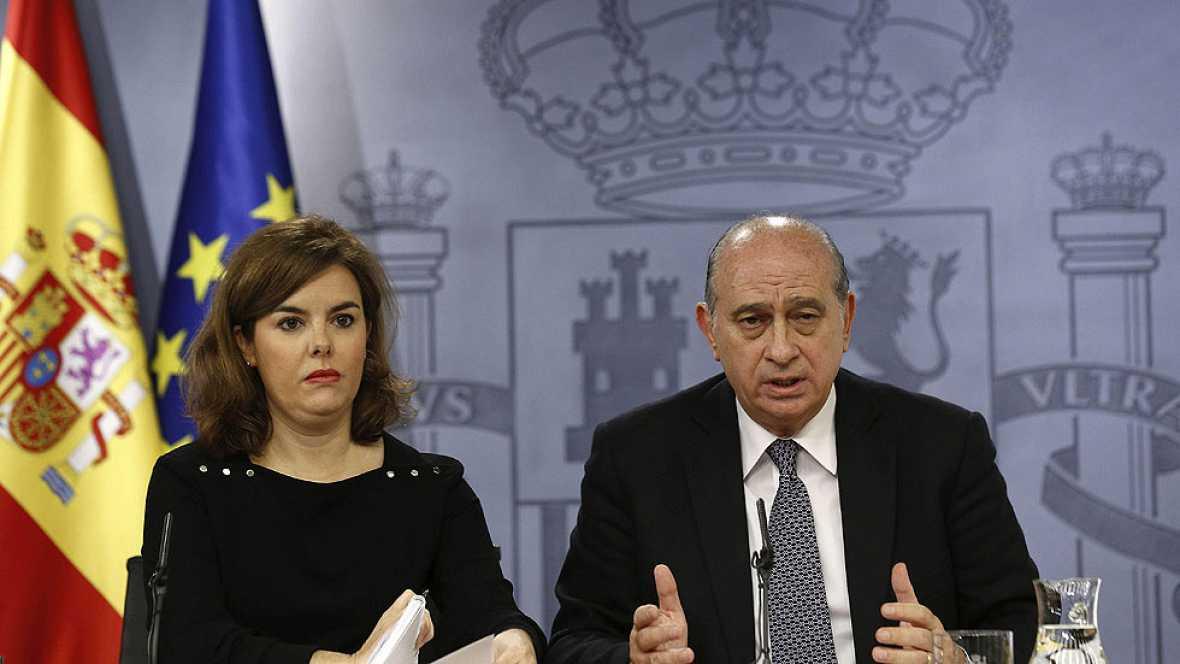 Soraya Sáenz de Santamaría defiende la autonomía de la Fiscalía