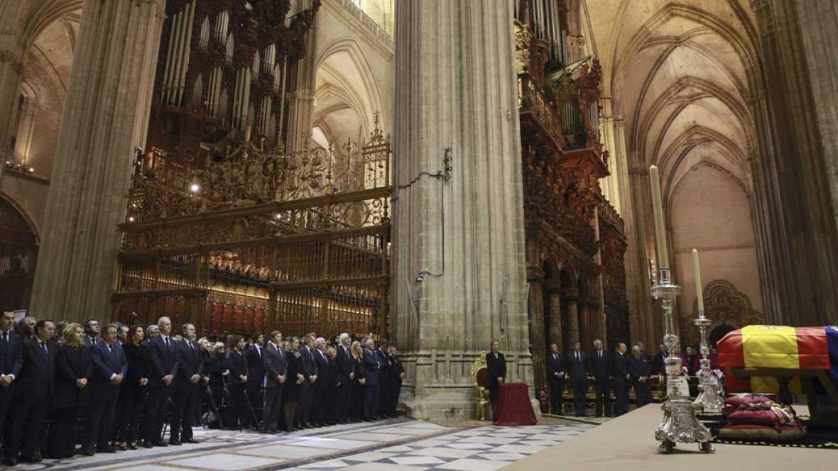 Multitudinaria despedida a Cayetana de Alba en un funeral en la catedral de Sevilla