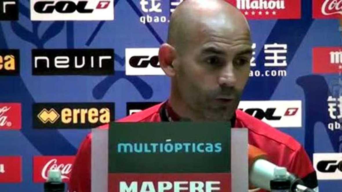 El entrenador del Rayo Vallecano, Paco Jémez, ha anunciado este  sábado que tanto él como su cuerpo técnico y toda la plantilla del  conjunto madrileño ayudarán económicamente pagando el alquiler a  Carmen, la vecina de 85 años desahuciada el viernes