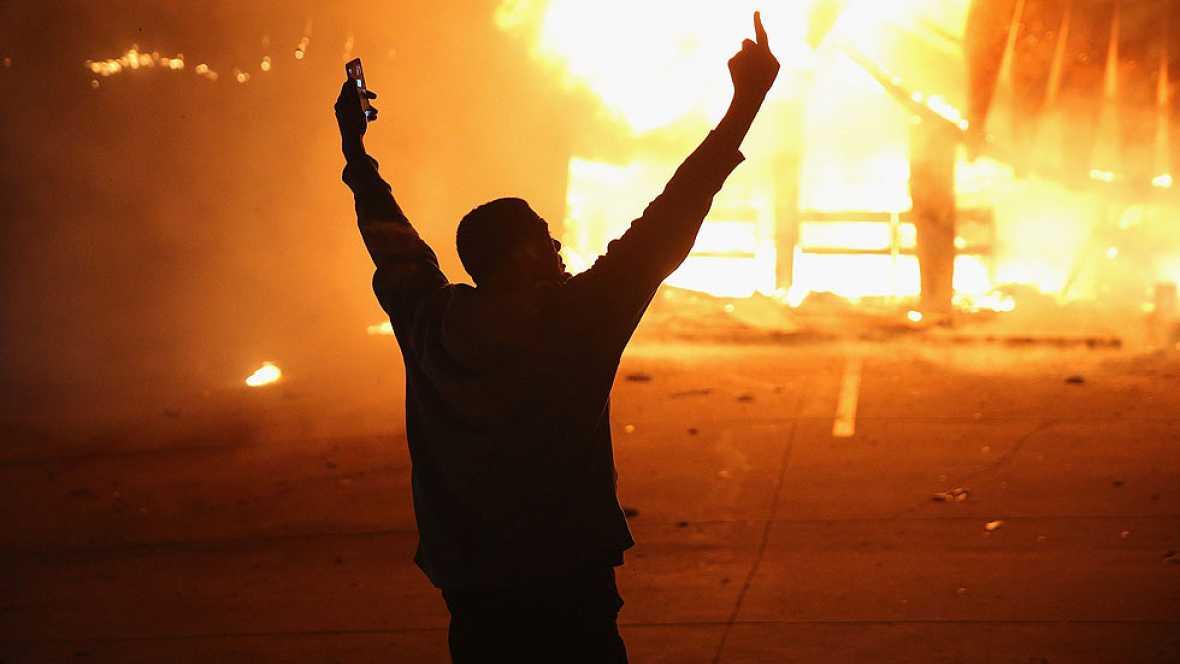 Enfrentamientos en varias ciudades de EE.UU. tras la absolución del policía que mató a un joven negro