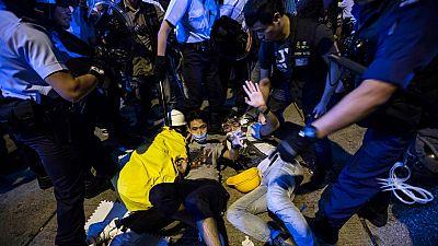 La violencia vuelve a Hong Kong tras dos meses de protestas y la policía detiene a 86 personas